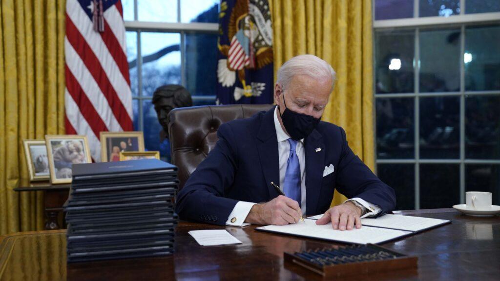 Biden Approval Rating Falls – Right Side Broadcasting Network (RSBN)